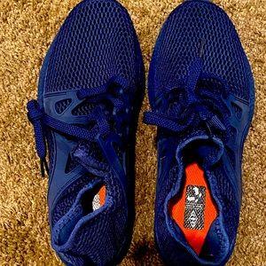 NWOT mesh running shoes
